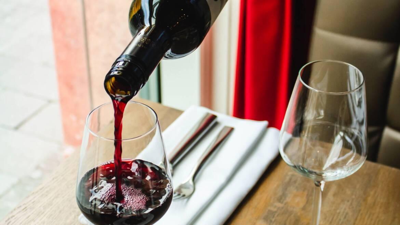 Otwieranie wina