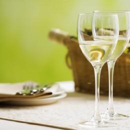 Produkcja białego wina – jak przebiega?